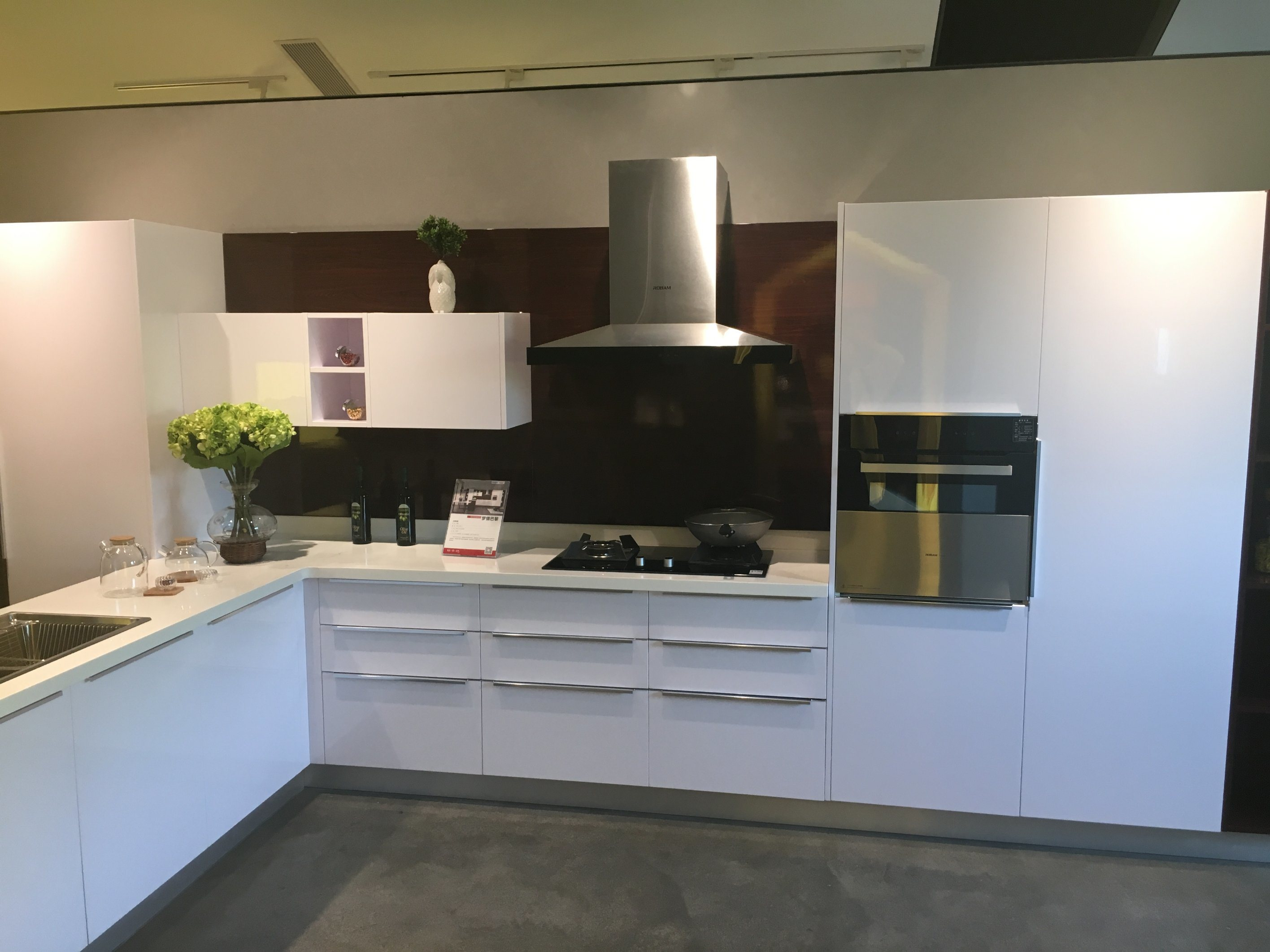 China 2018 Hot Modern Europe Style Lacquer Kitchen Cabinet With Blum Accessories Cabinets Furniture