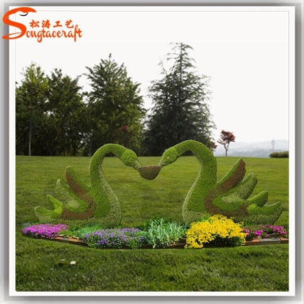 China Outdoor Decorative Swan Artificial Plants Topiary Grass