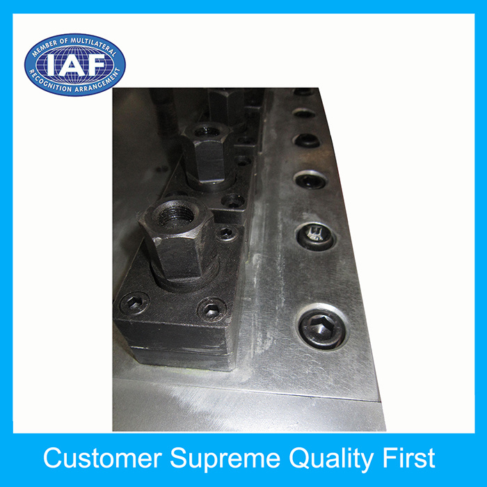 Latest Adjustable Hollow Grid Plate Extrusion Plastic Mould