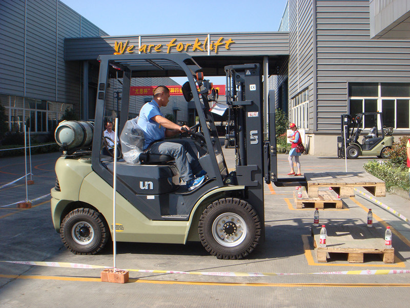 Un 3.5t Diesel Forklift with Yanmar 4tne98 Engine with Ce Certificate pictures & photos