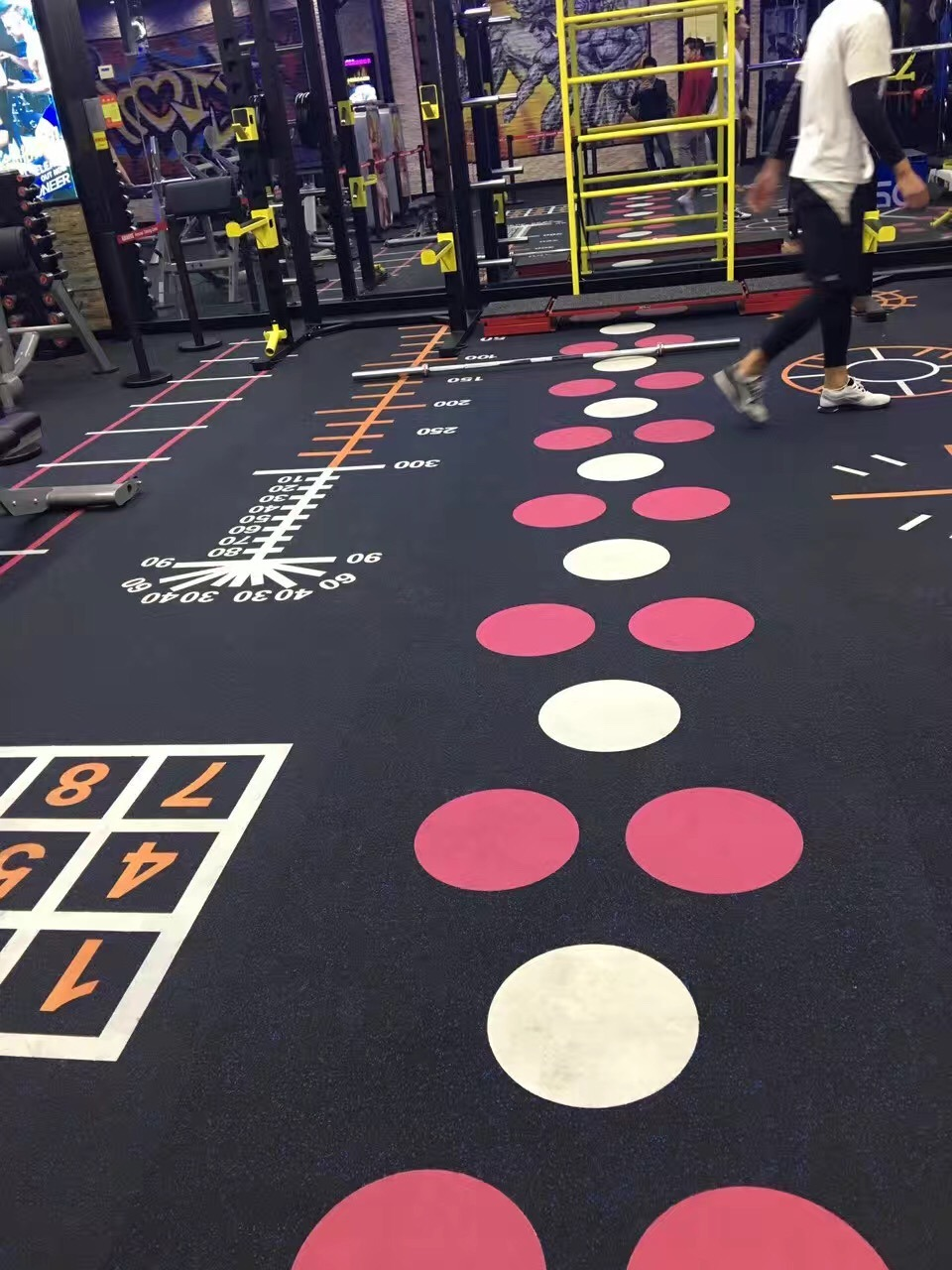 Professional Cheap Rubber/PVC/EPDM Flooring for Gym/Fitness in Tile/Roll/Interlocking Mode pictures & photos