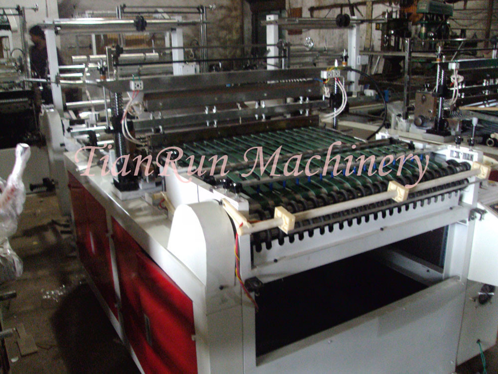BOPP OPP PP LDPE Plastic Bag Side Sealing Clothes Bag Making Machine (TR-SS600)