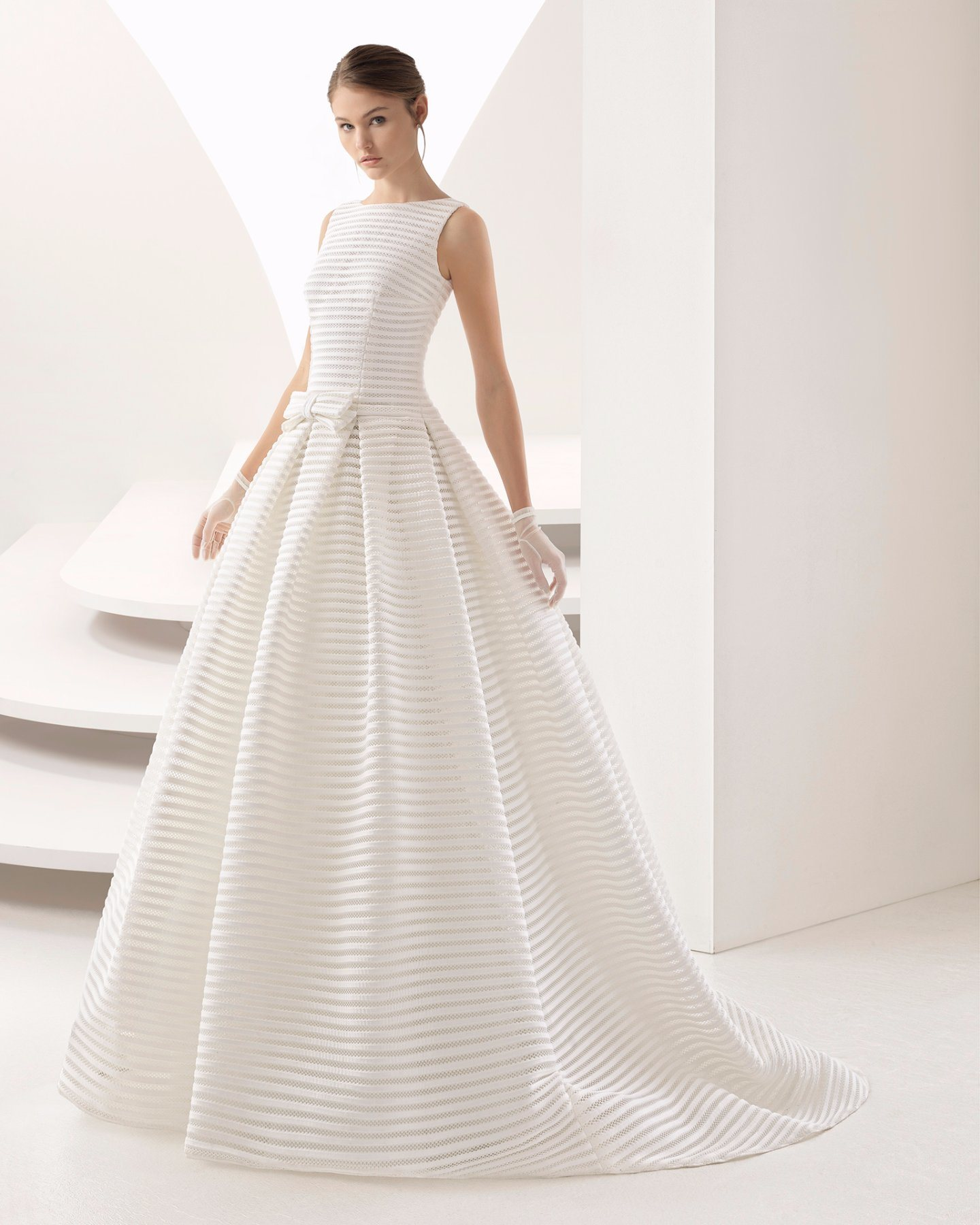 China Elegant Satin Ball Gown Bridal Gown Wedding Dress - China ...