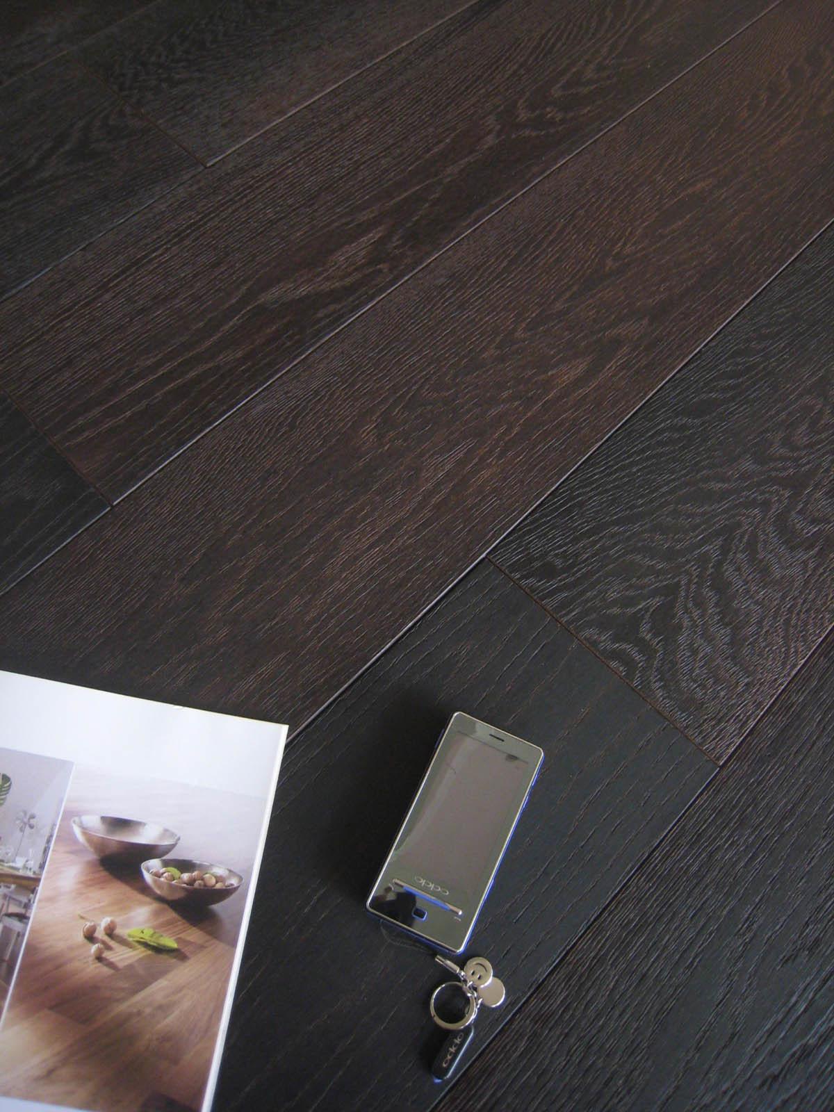 China Black Color Brushed Sanded Oak Engineered Hardwood Flooring Okenbr1d