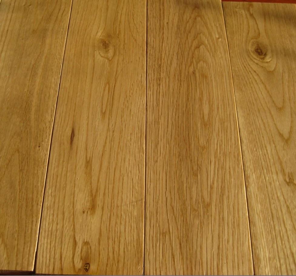 China Natural Color Solid Oak Hardwood Floor Wood Flooring
