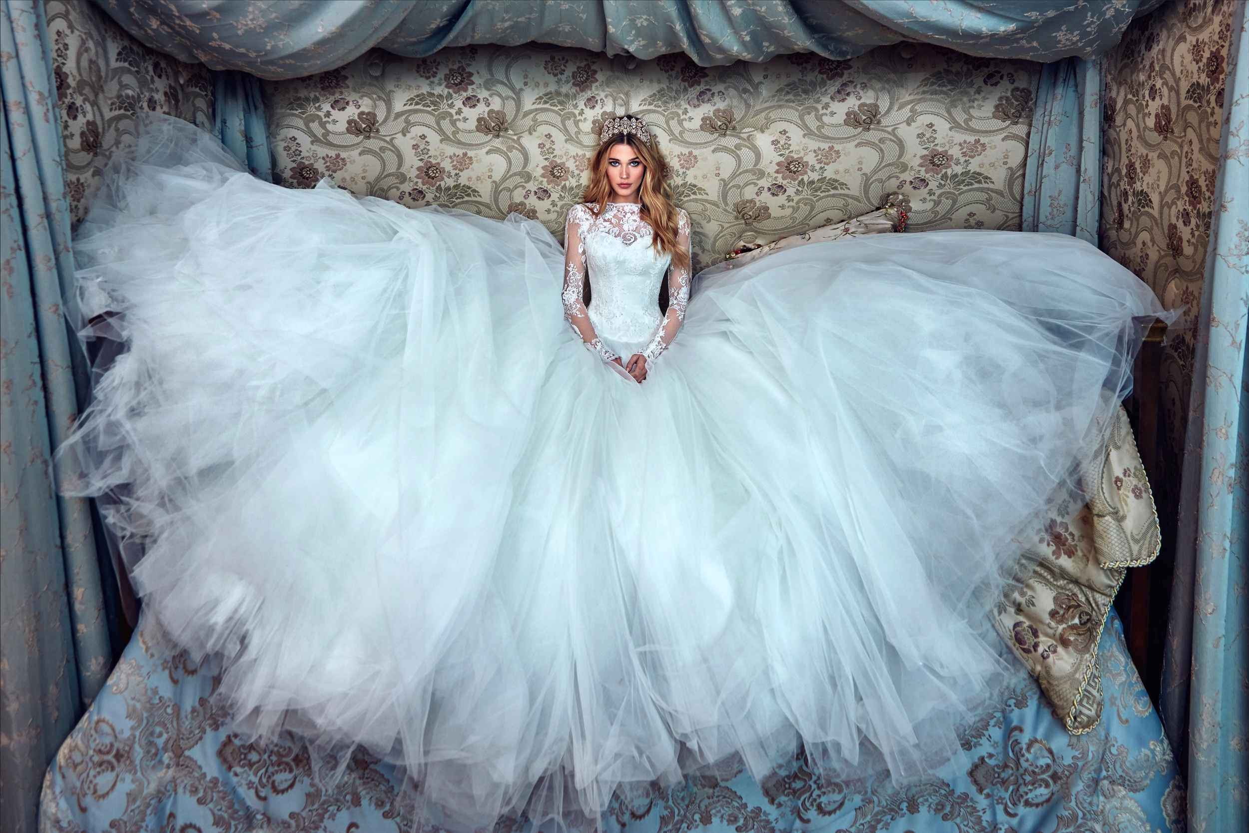 China Long Sleeves Bridal Ball Gowns Lace Tulle Puffy Corina