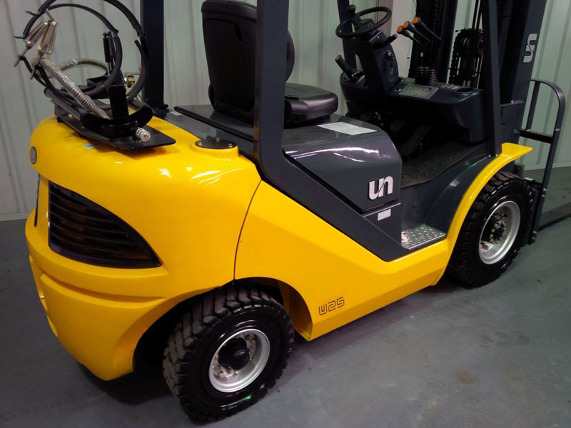 Un 2.5t LPG Forklift with Container Mast and Side Shift pictures & photos