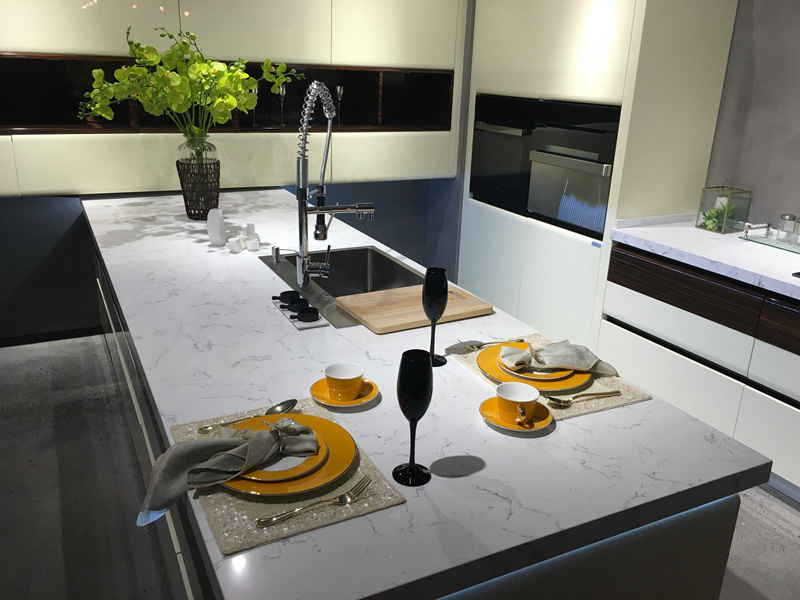 off White Lacquer Handless Design Kitchen Cabinet pictures & photos