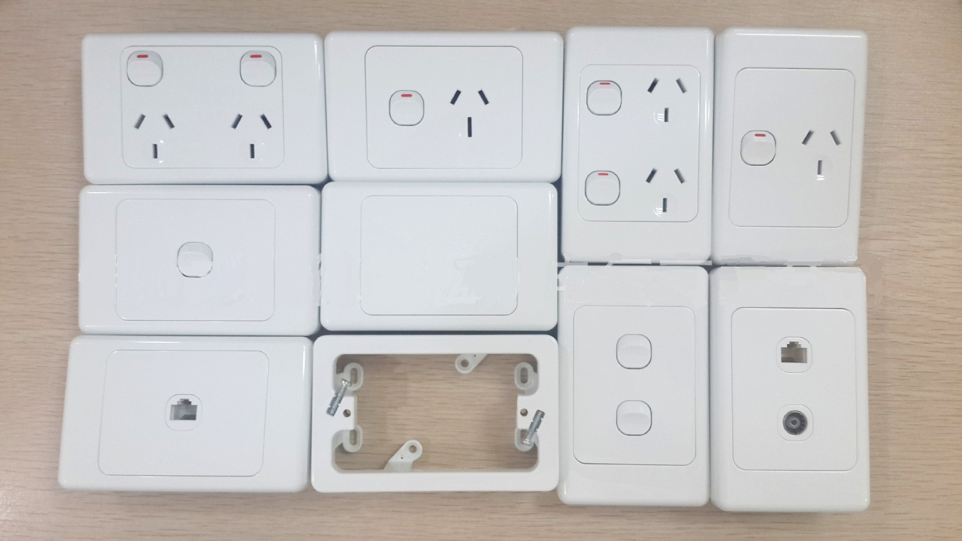 China Factory Low Price Australia Saa Standard Ps2019 Wall Switch Australian Power Cord Male Plug Female Socket Electrical And