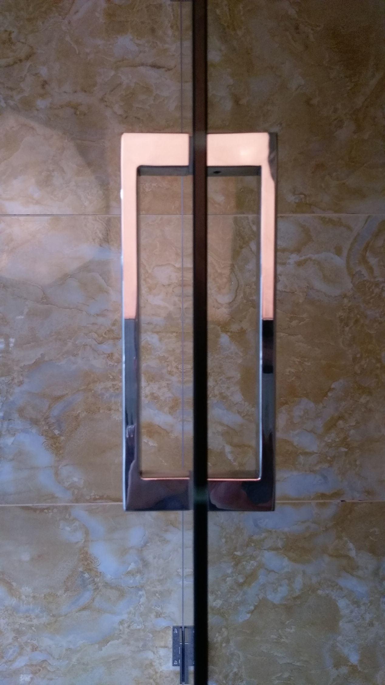 China 8mm Tempered Glass Black Hinged Quality Bath Shower