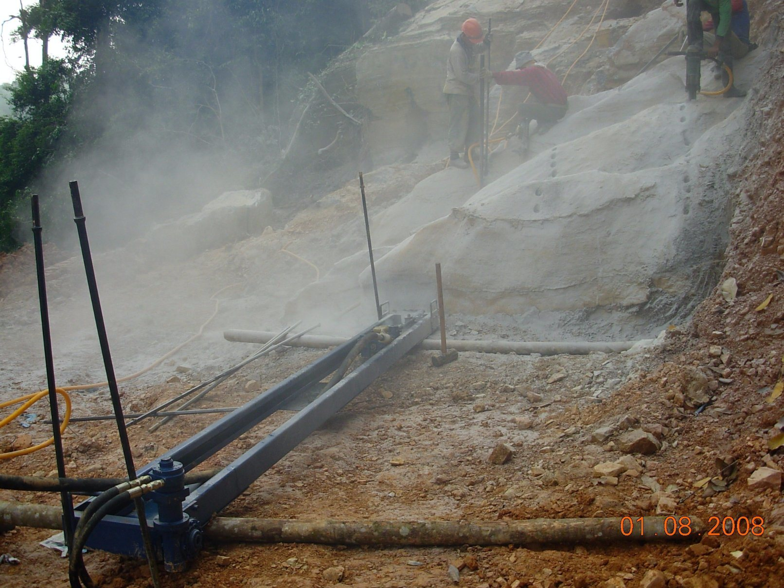 Pneumatic Mobile Rock Drill/Drilling Machine for Drilling Rocks pictures & photos