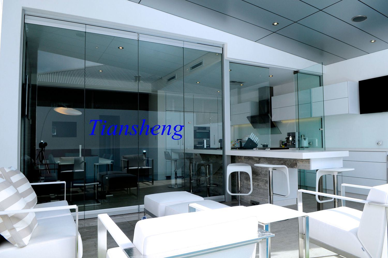 China High Quality Stacking Sliding Gl Doors Folding Partition ... on