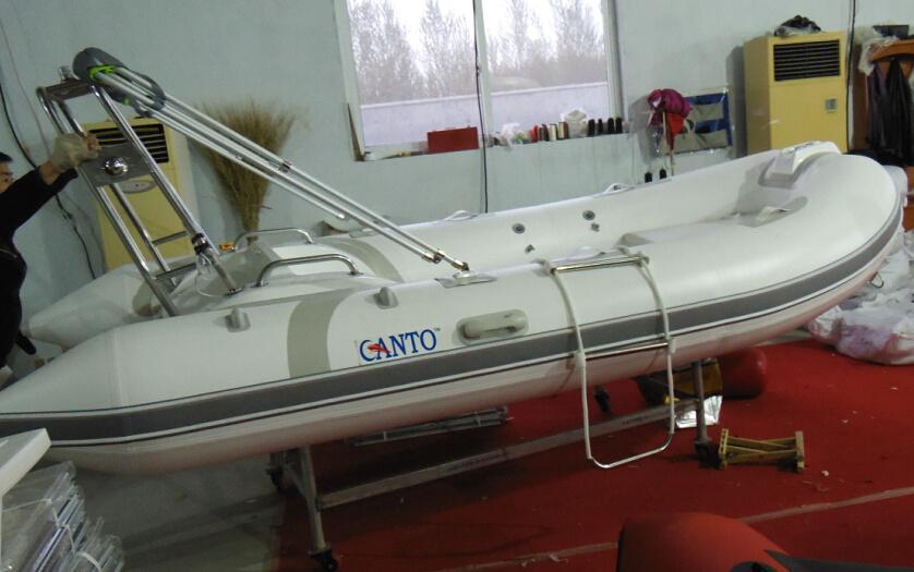 [Hot Item] 13FT 4 0m Cheap Rib Boat Fishing Boat Fiberglass Boat PVC and  Hypalon Boat with Ce