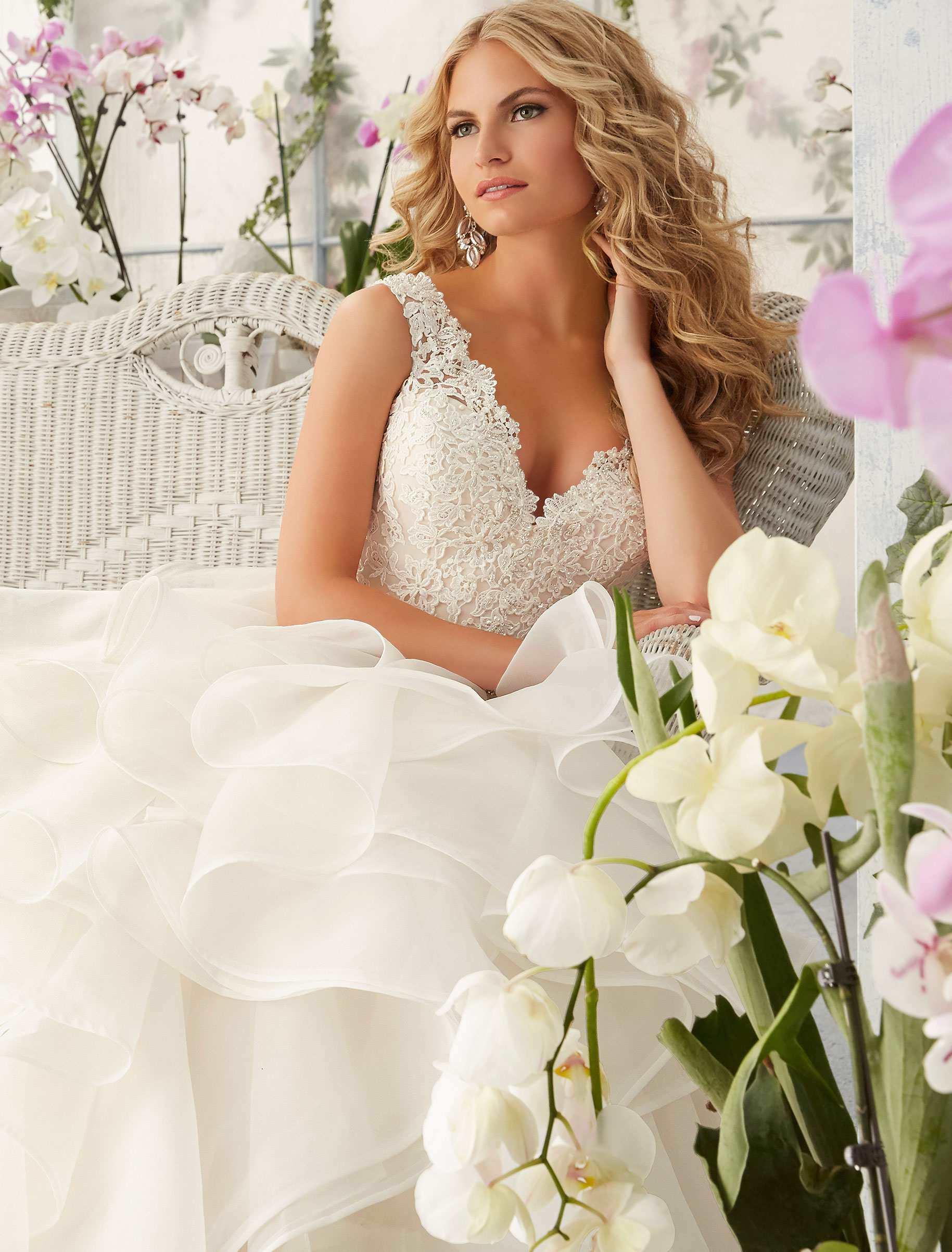 China Cascading Ruffles Bridal Ball Gown V-Neck Lace Organza Wedding ...