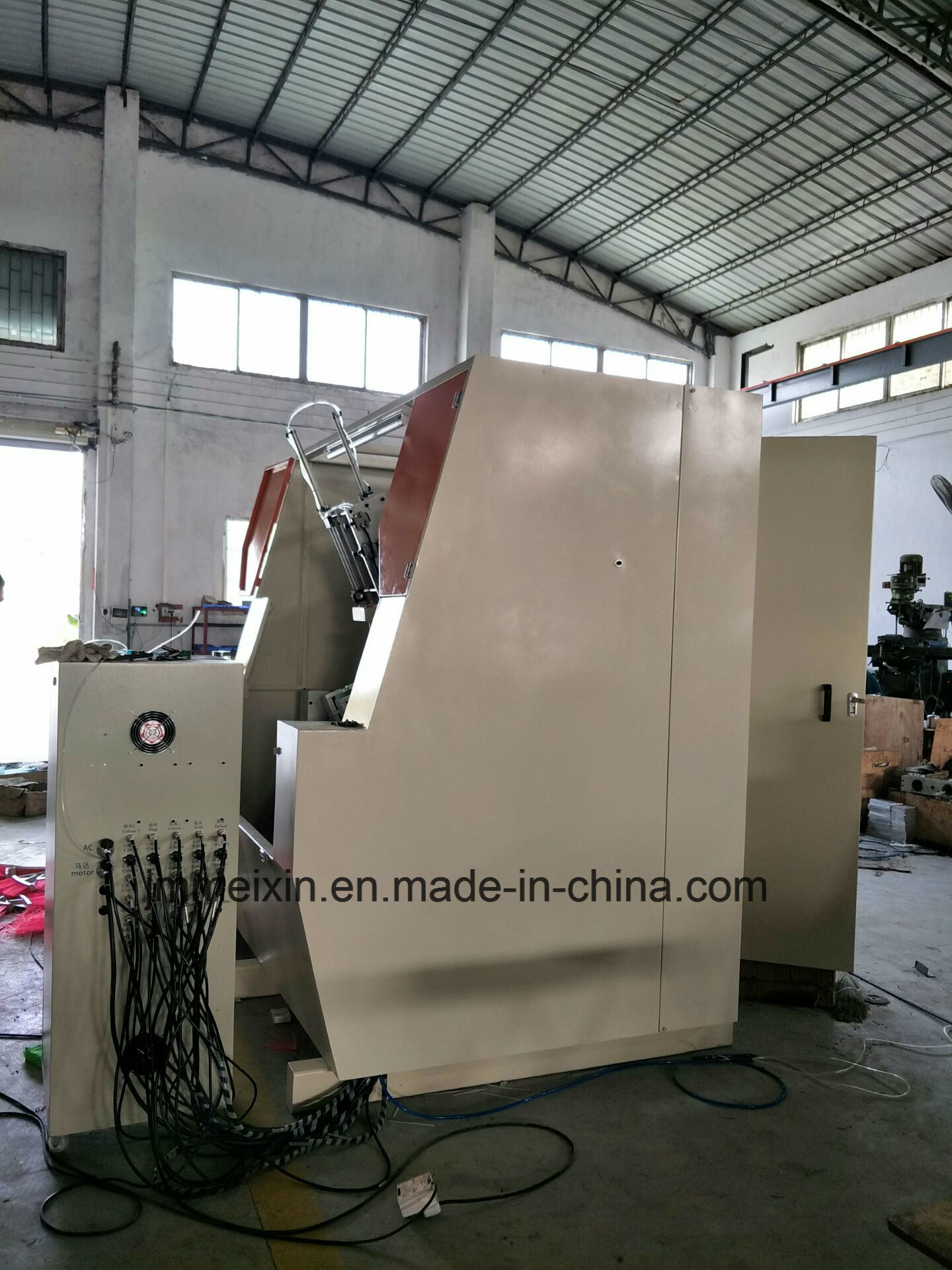 High Speed 5 Axis 3 Heads CNC Drilling and Tufting Brush Making Machine/Broom Making Machine (2 drilling and 1 tufting)