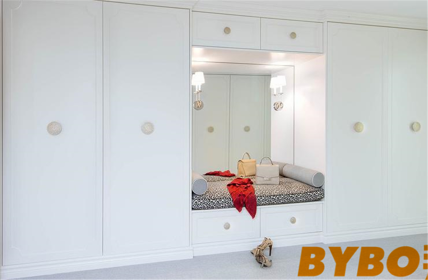 Closet Bench With Floor Tc Ceiling