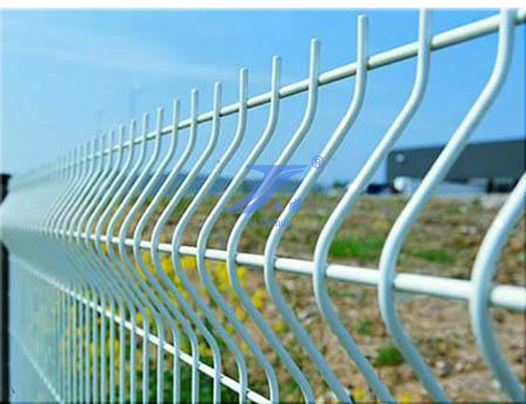 China Curve Welded Wire Mesh Fence with 3mm to 8mm Dia. - China ...