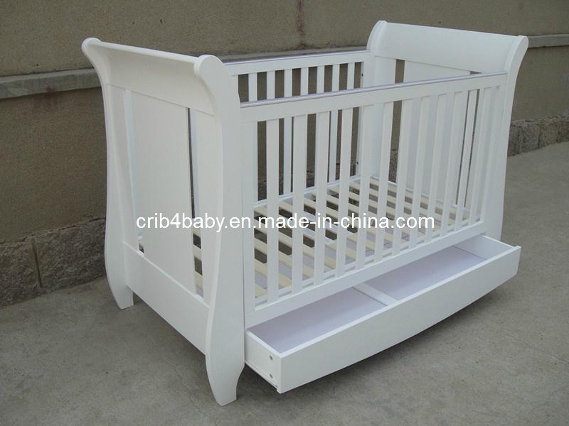 China Nursery Furniture Baby Sleigh Cot