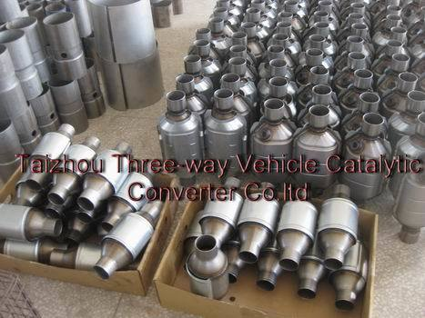 Auto Universal Type Catalytic Converter with O2 Sensor --Hot Sale