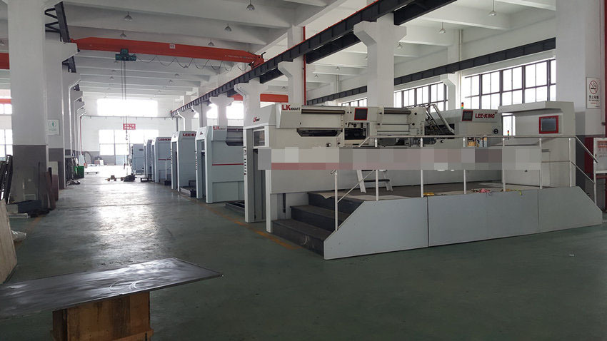 High Speed Automatic Hot Foil Stamping and Die Cutting Machine (LK106MT, 1060*770mm, 5 groups of foil feeding) pictures & photos