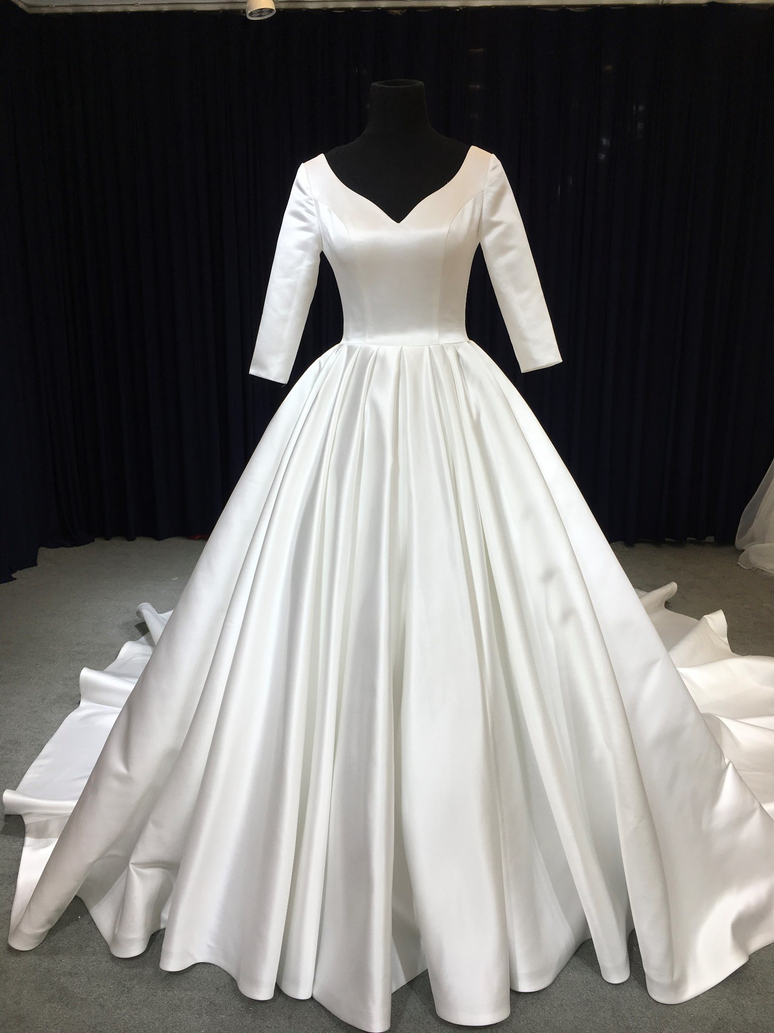 [hot item] aoli long sleeve satin royal wedding dress