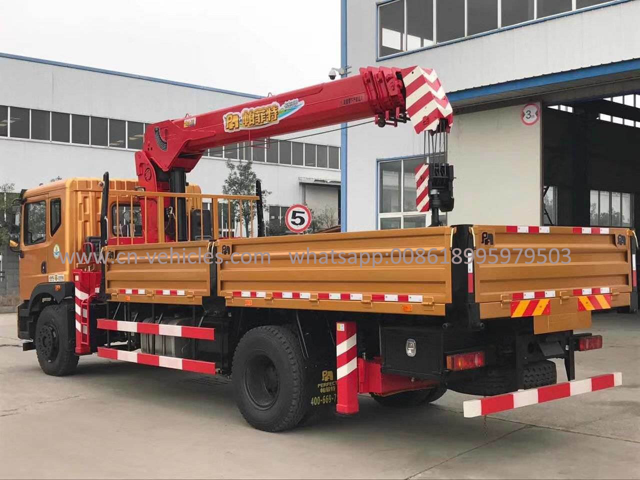 China Dongfeng 4X2 Truck Mounted Crane, Truck with 5tons