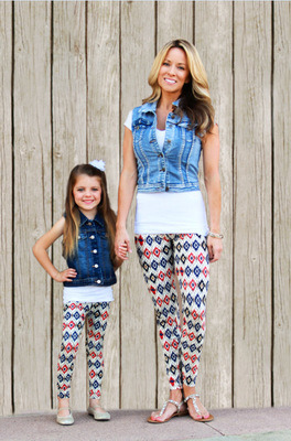 Four Sizes Printed Mommy and Me Leggings pictures & photos