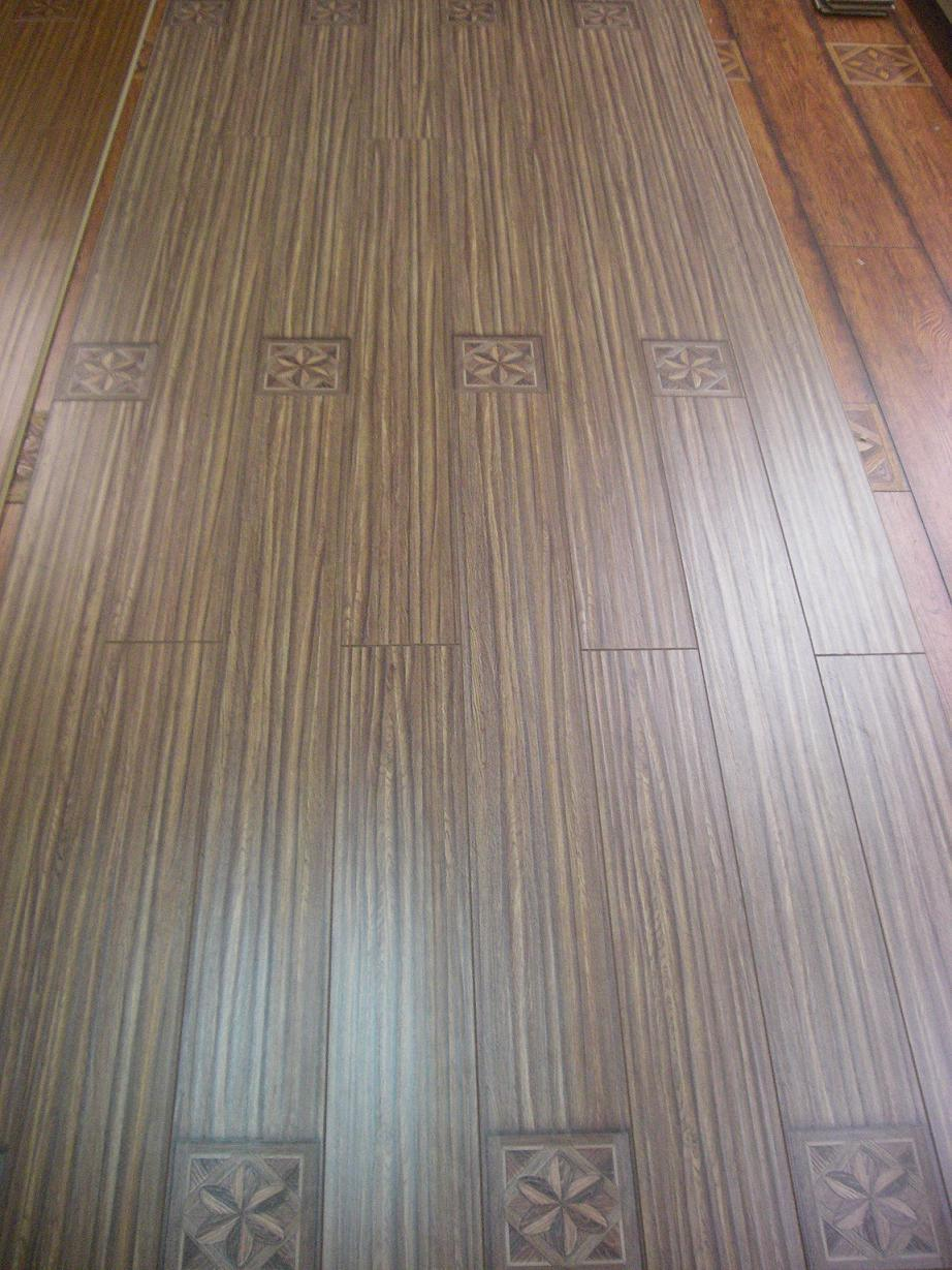 12mm Narrow Board Of Flower And V Groove Laminate Flooring