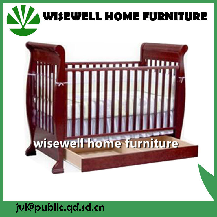 Pine Wood Baby Cot Bed pictures & photos