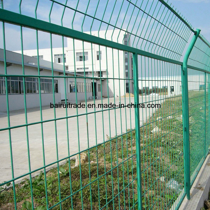 China Galvanized Barbed Wire Fence Breeding Enclosure Mesh Fence ...