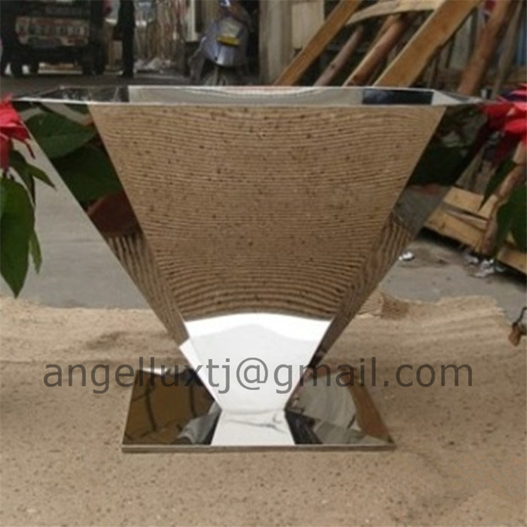 Luxury Fashion Style Garden Flower Pot Stainless Steel Material Planter Pot pictures & photos