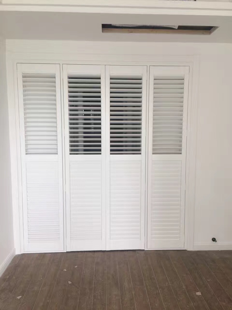 Hot Item 2018 New Design Europe Exterior Bi Fold And Sliding Window Plantation Shutters