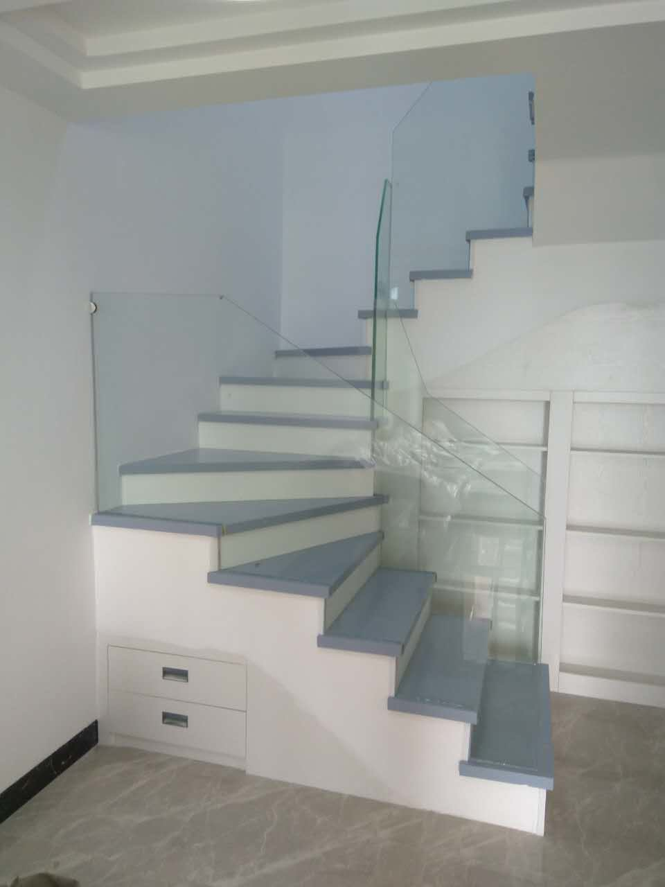 China Interior Glass Railing Wood Stair Kit Cantilever Stairs Stairway Staircase