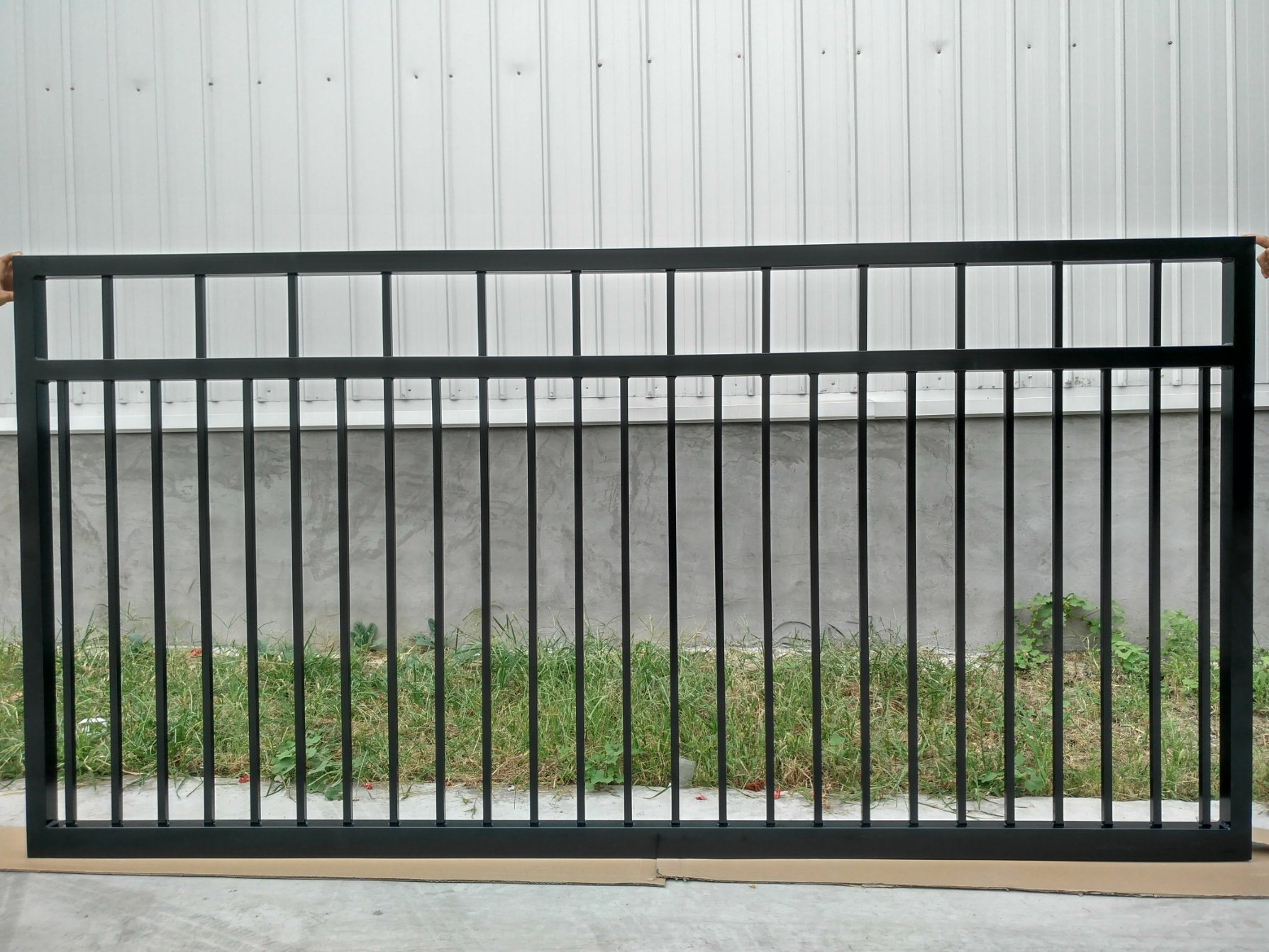 Hot item residential main gate fence design home aluminum modern fencing