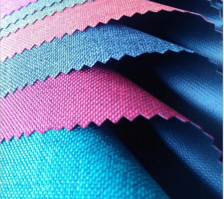 PU or PVC Coated Polyester 600d Cationic 2 Colors Fabric for Backpack
