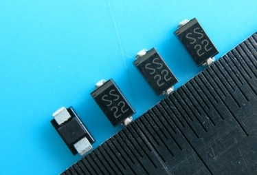Schottky Ss22 for 2A Diode as OEM Manufacturer