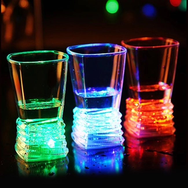 Custom Popular Bar Plastic Flashing Light LED Cup for Party Event pictures & photos