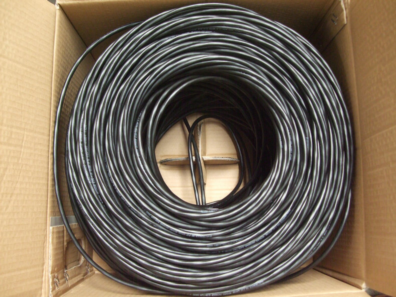 305m/Box UPT Cat5e Data LAN 4pairs Network Cable pictures & photos