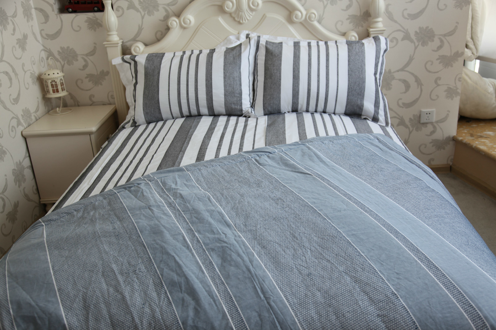 MID-Level Series of Yarn Dyed Fabric Bedding Sets pictures & photos