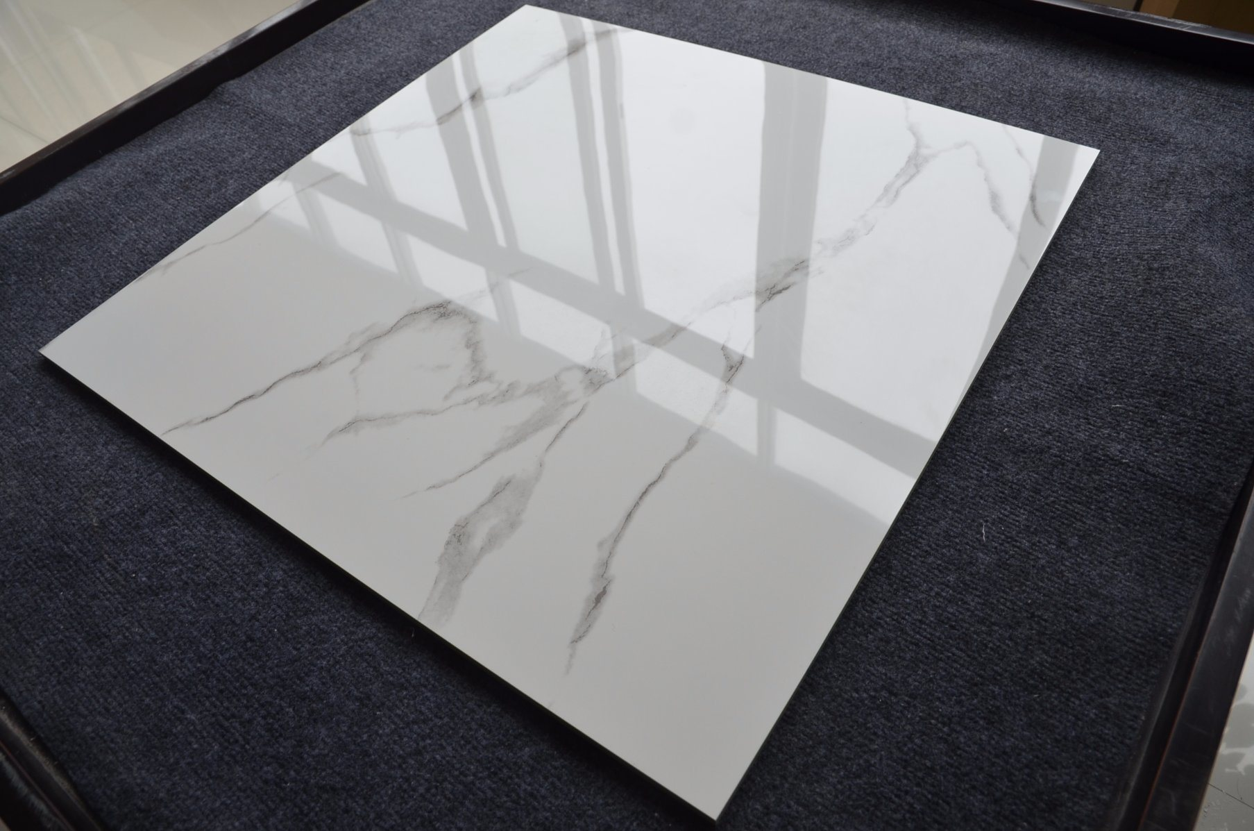 China Low Water Absorption Pure Color White Polished Porcelain Floor
