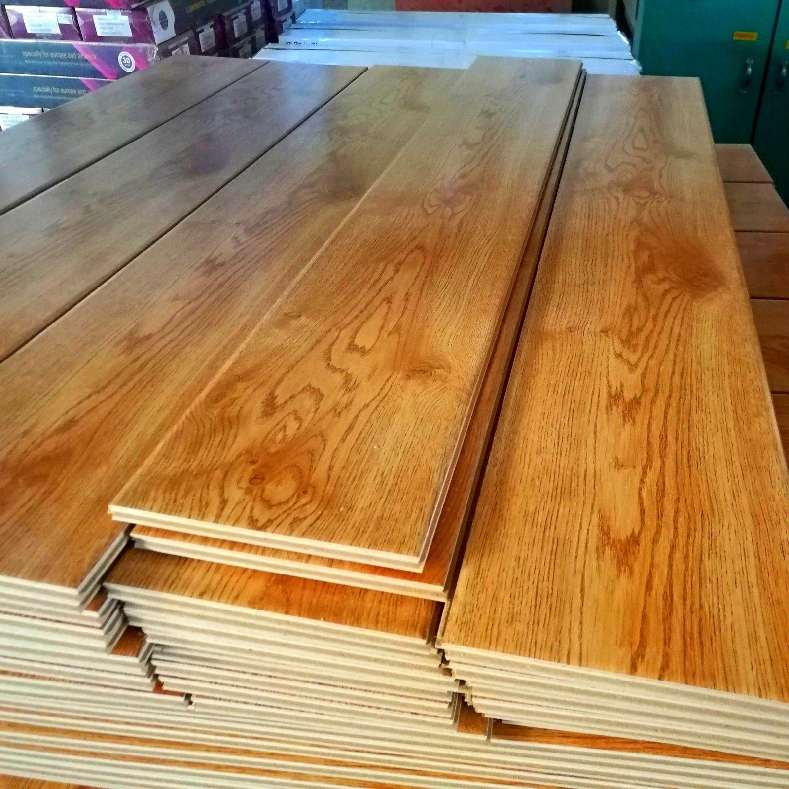 China Factory Supply 12mm Ac4 Hdf Laminated Laminate Flooring Floor