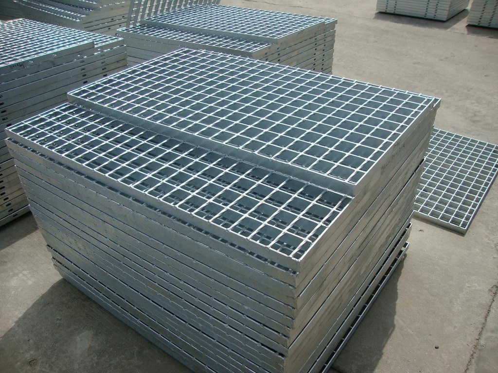 China Hot DIP Galvanized Steel Grating Welded with Round Bar - China ...