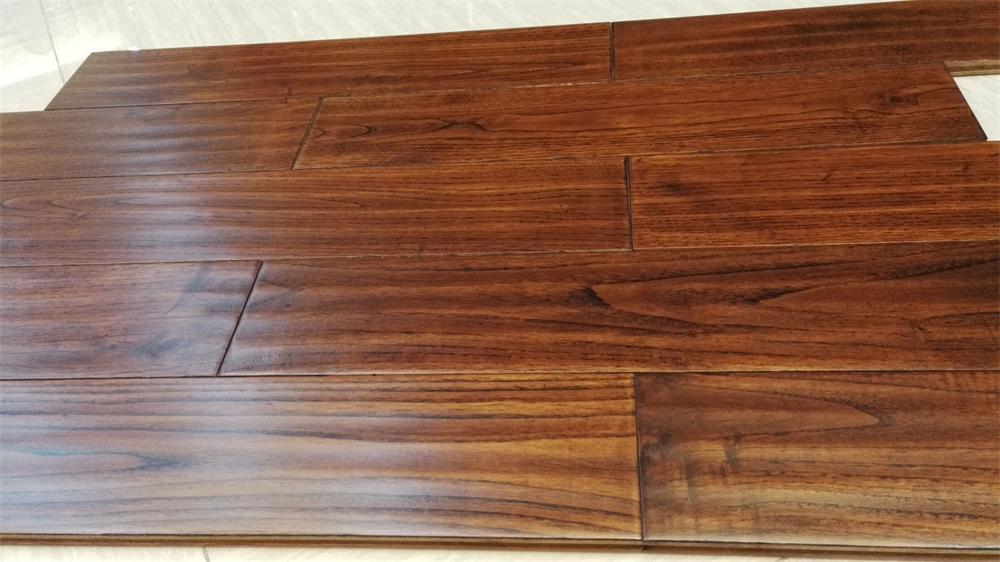 China 18mm Thickness Moistureproof Oak Hardwood Flooring With Iso9001 Certification Wood