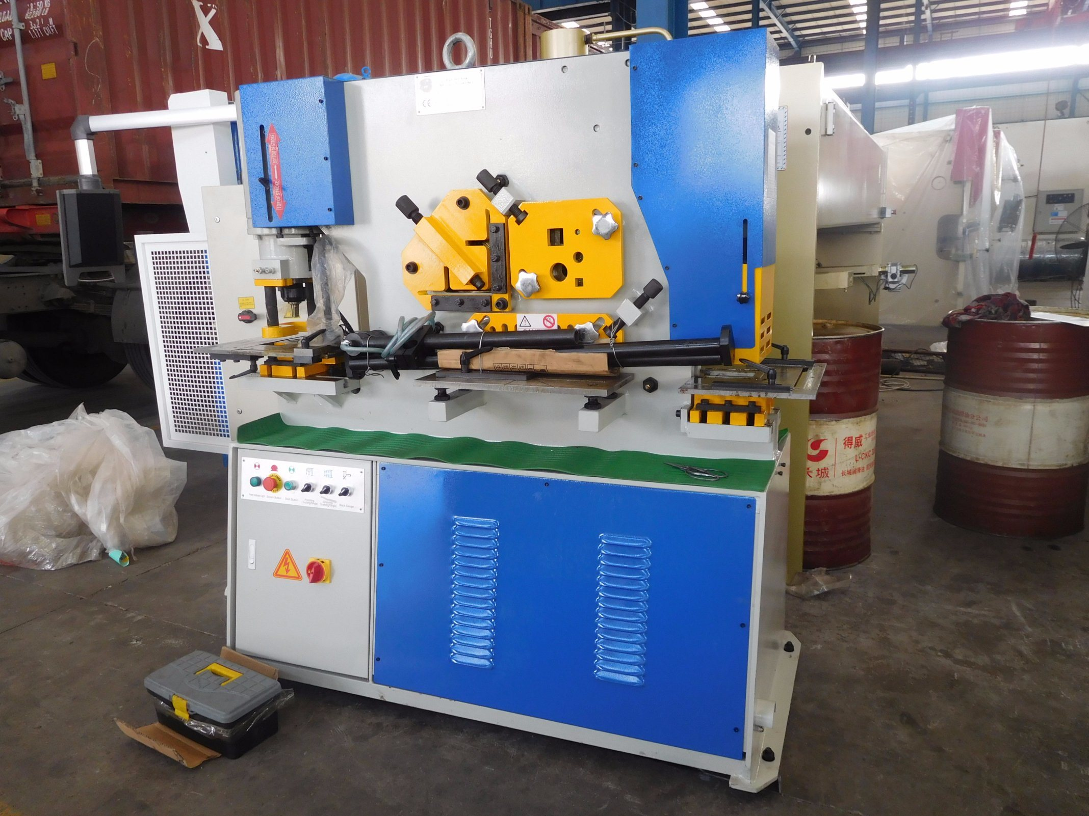 Durama Qualified Hydraulic Ironworker /Cutting Machine/ Ironwork Machine/Universal Punching & Shearing Machine / Cutting Machine / Punching Machine pictures & photos