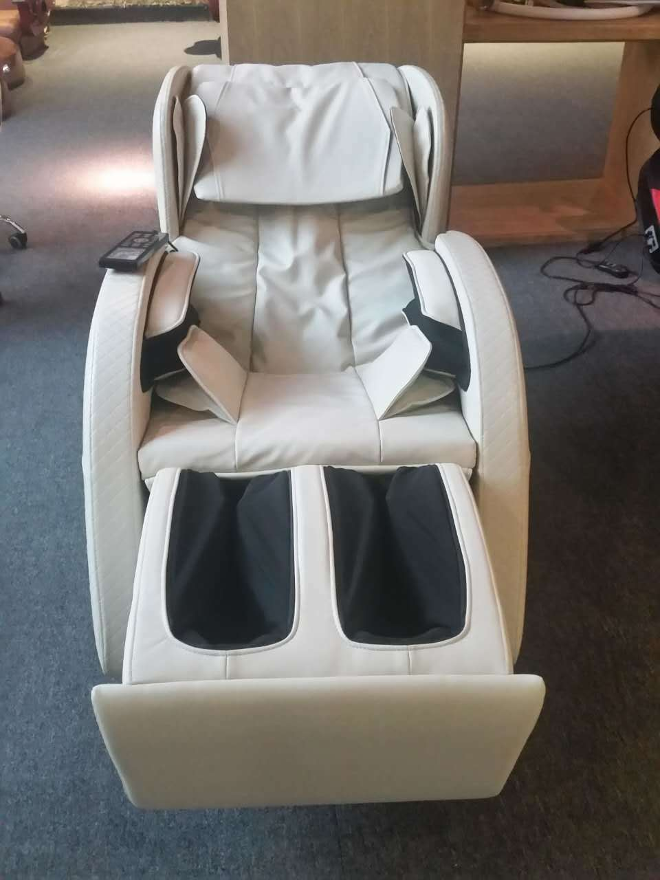 China Factory Supply Body Care Cheap Massage Chair pictures & photos