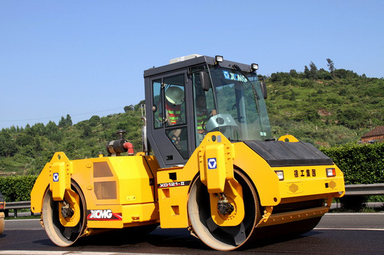 11tons Vibrator Roller Construction Machinery with A/C (XD112E)