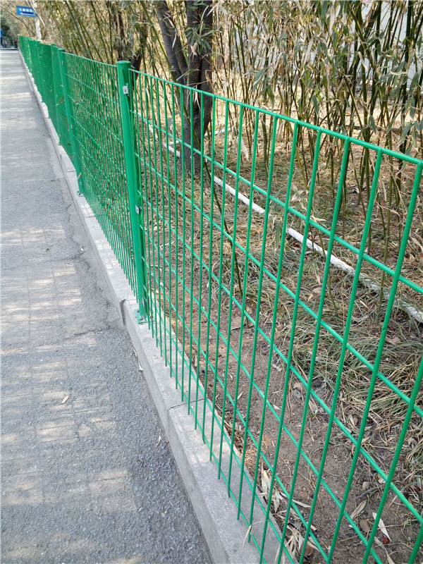 China Made in Shandong Metal Steel Fence Post for Garden