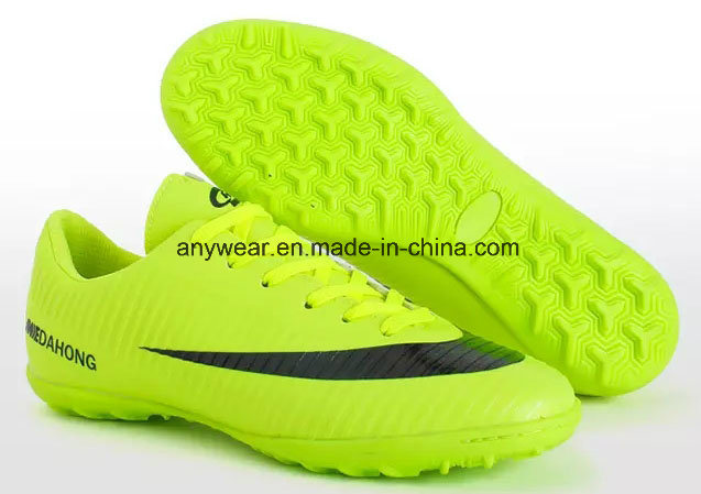 China Football Soccer Shoes for Men and