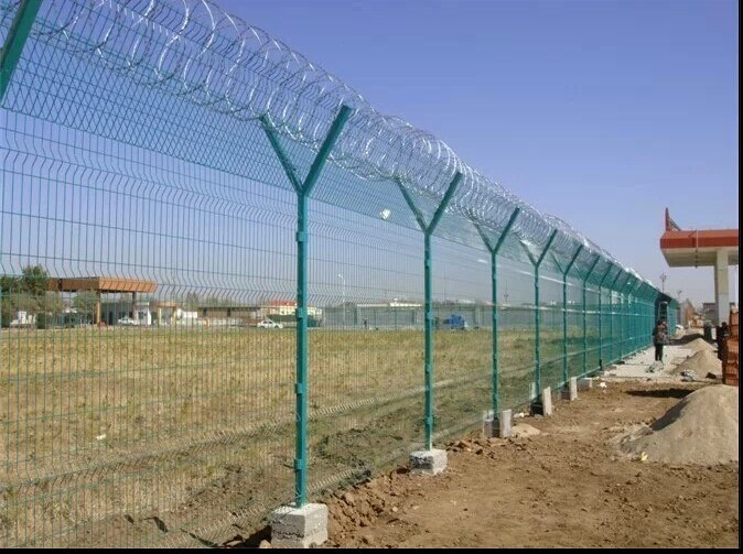 China Galvanized Concertina Razor Barbed Wire For Security Fence