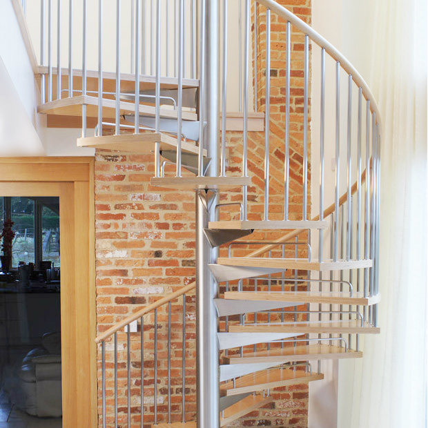 China Modern Indoor Steel Staircase Wood Stair Treads Spiral Stairs Design